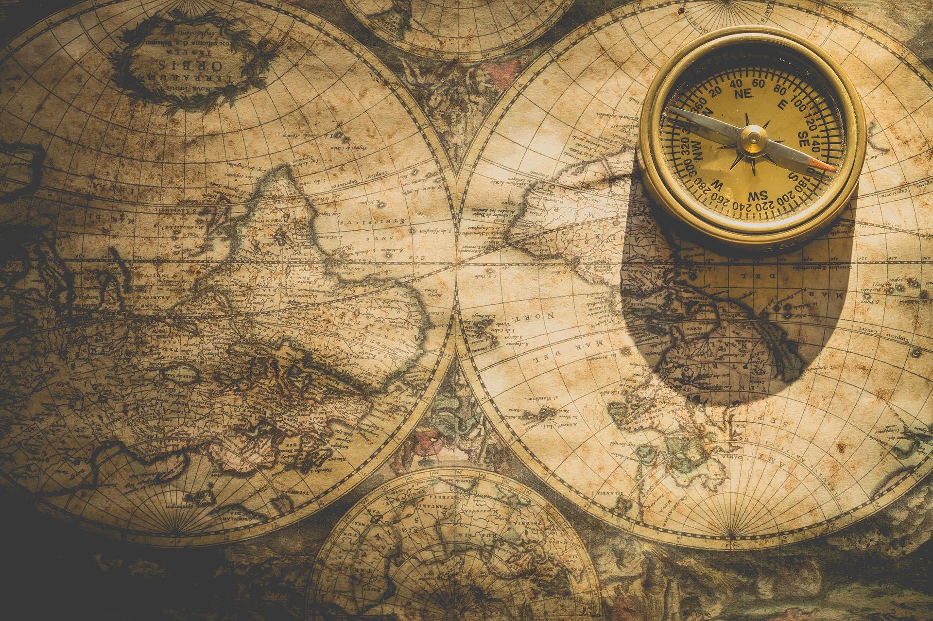 Kompass auf einer Landkarte