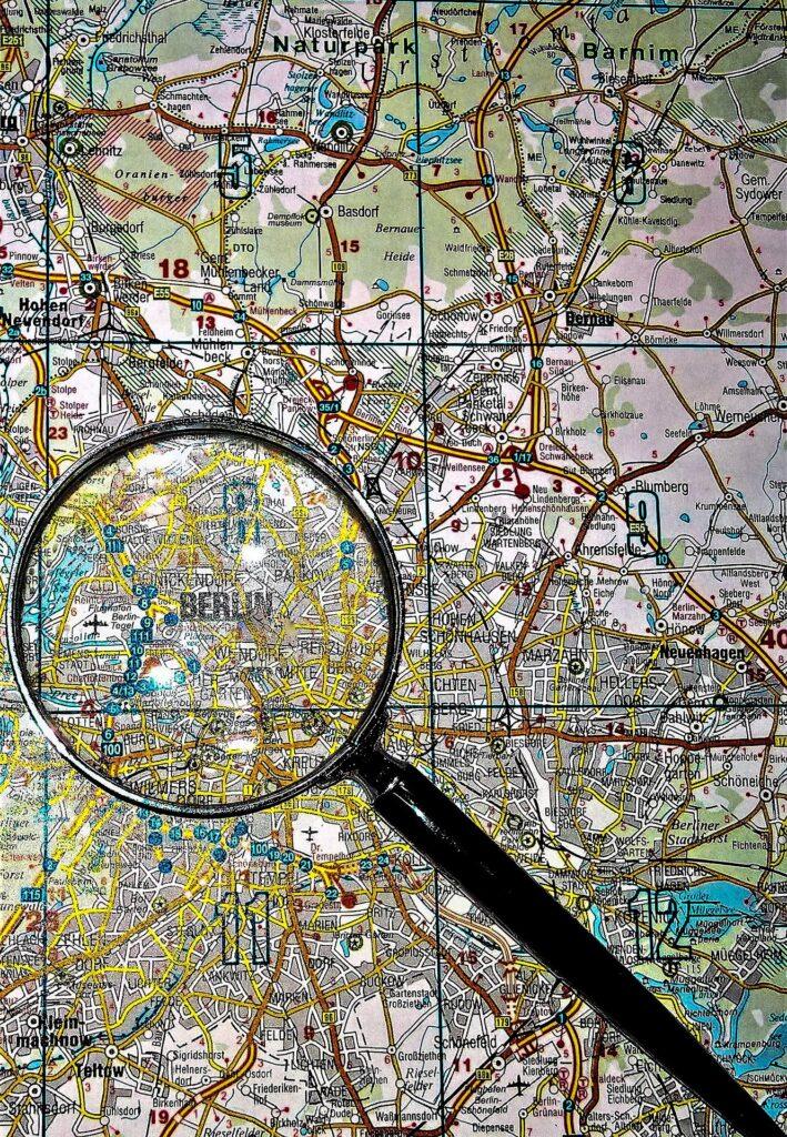 Ortskarte mit Lupe